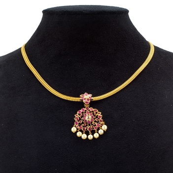 Time Honoured South-Indian Kempu Stones Pendant and Necklace