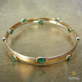 Eclectic Emerald and 18K Gold Bangle (2'4 Size)